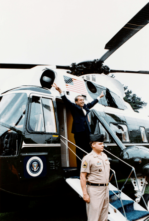 English: Richard Nixon boarding Army One upon ...