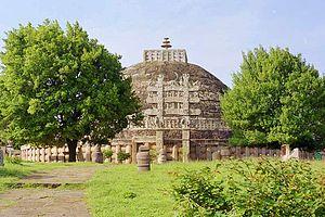 La estupa de Sanchi, no está en Sikim, pero es la más antigua, del s. III A.C.