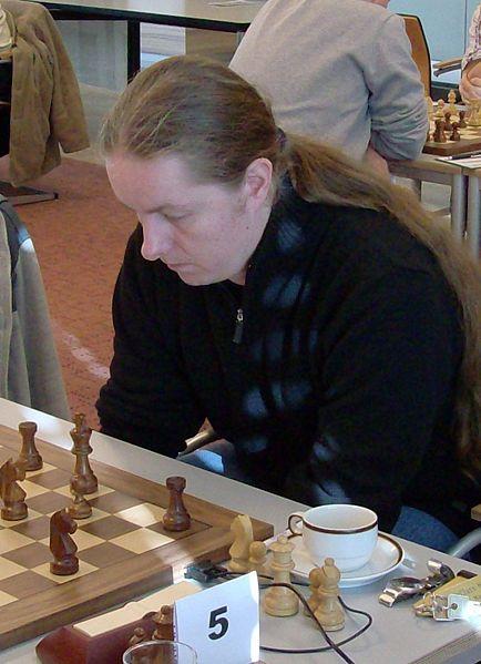 https://i2.wp.com/upload.wikimedia.org/wikipedia/commons/thumb/c/c9/Liviu-Dieter_Nisipeanu.jpg/434px-Liviu-Dieter_Nisipeanu.jpg