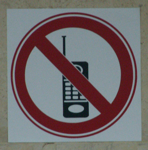 no cellphone sign