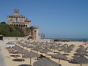 Praia do Tamariz, Estoril - Portugal é amplamente conhecido na Europa pelos seus resorts tur�sticos.
