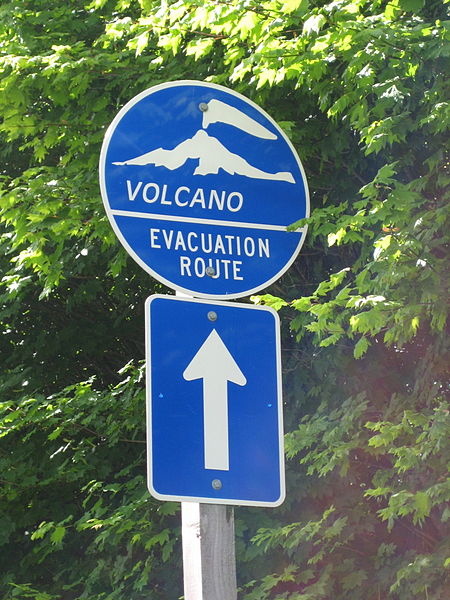 File:Volcano evacuation route sign.jpg