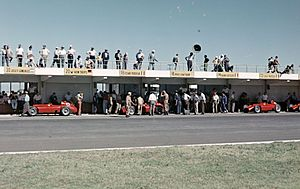 English: The pits at the 1957 Argentine Grand ...