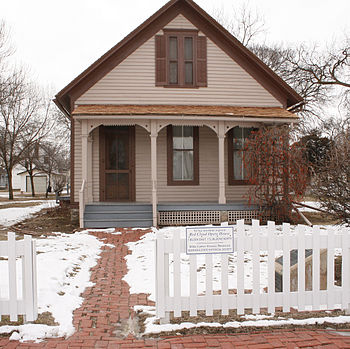English: Willa Cather's childhood home in Red ...