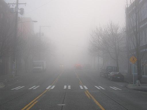 https://i2.wp.com/upload.wikimedia.org/wikipedia/commons/thumb/c/ca/Dense_Seattle_Fog.jpg/512px-Dense_Seattle_Fog.jpg