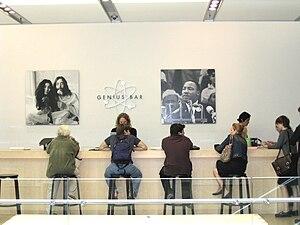 English: Genius Bar at the Apple Store, SoHo, ...