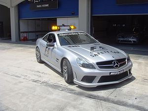 English: Safety car in front of garage on Ista...