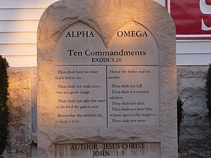 English: monument in front of the Grace Fellow...