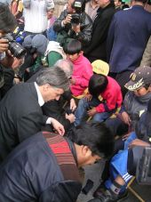 Evo Morales and Bolivian vice-president Álvaro García Linera shining shoes