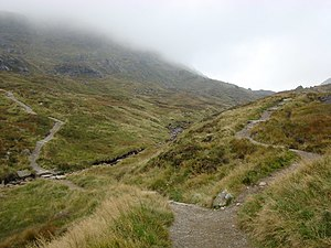 English: Fork in the path up The Cobbler