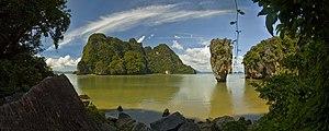 English: Mushroom rock on James Bond Island, T...