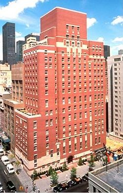 Sede central del Opus Dei en América [1]situado en una zona céntrica de Nueva York. Este edificio de 17 pisos, fue  construido en 2001, con un coste de unos 70 millones de dólares. Tiene entradas, oratorios, habitaciones, y aparcamientos estrictamente segregados y aislados para hombres y mujeres. Es utilizado para administración, retiros, y como centro de conferencias. Lo ocupan unos 60 numerarios y pasan al año unas 10.000 personas por él.