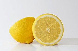 English: Yellow lemons.