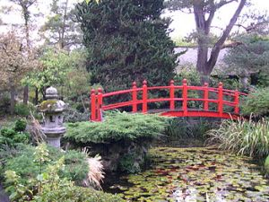 English: The bridge in the Japanese gardens, K...