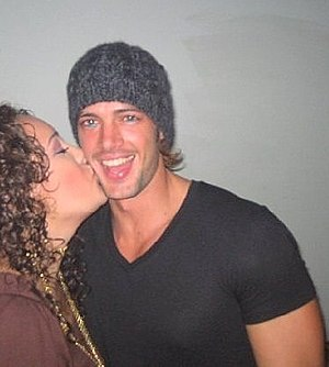 The actor, William Levy, being kissed by a fan...