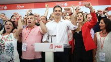 Pedro Sánchez, after winning the primary election for Secretary-General, singing The Internationale.