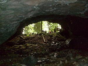 English: Portal of the Vartop Cave.