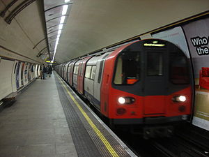 A train of London Underground 1996 Stock stopp...