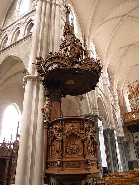 Fichier: Chair 2 Église Saint-Étienne de Wignehies.JPG