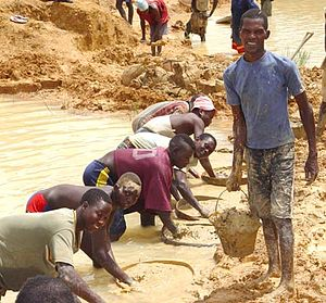 English: Alluvial diamond miners in Kono Distr...