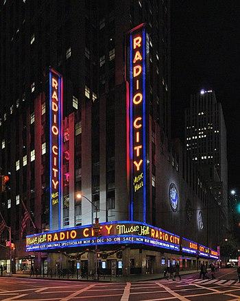 English: Radio City Music Hall at Rockefeller ...