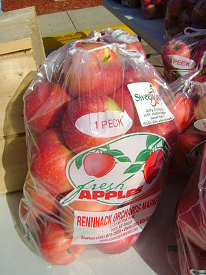 English: Sweetango apples one peck