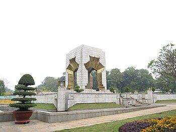 English: Vietnam War Memorial, Hanoi.