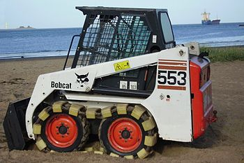 English: A Bobcat 553 Deutsch: Ein Kompaktlade...