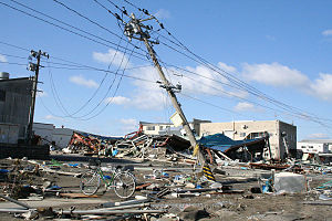 English: Fallen power poles in Ishinomaki, Miy...