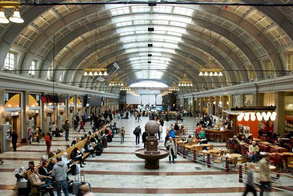 File:Hall, Stockholm Central Station.jpg