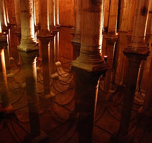 English: The ceiling of the Basilica Cistern (...