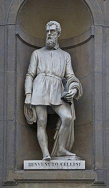 sa statue au piazzale des offices de florence