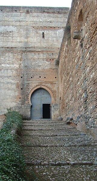 File:Puerta de las Armas.JPG