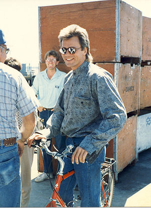 "Richard Dean Anderson on the set of ""MacG..."