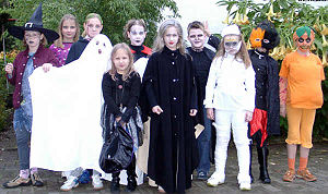 Kinder feiern Halloween - 2004