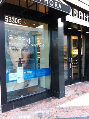 English: Algenist in Sephora window