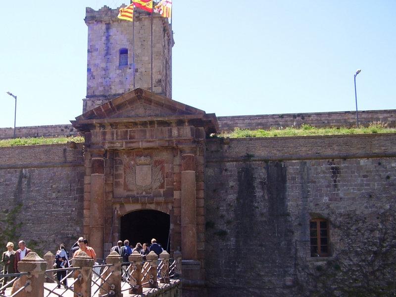File:Monjuic's castle in Barcelona.jpg