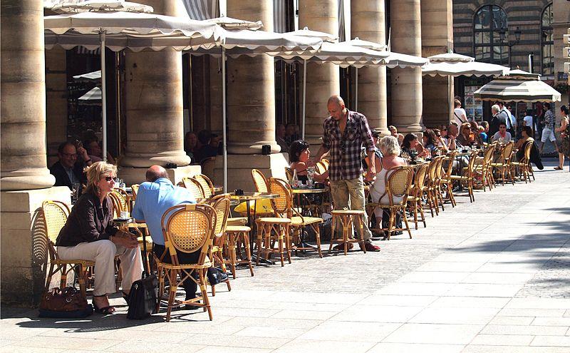 File:Terrasse du café, Paris July 30, 2010.jpg