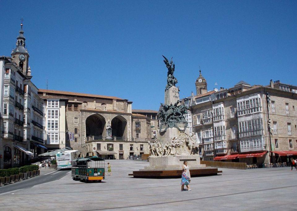 Plaza de la Virgen Blanca - Wikipedia, la enciclopedia libre