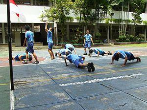 Bahasa Indonesia: Siswa - Siswa SMA Trinitas m...