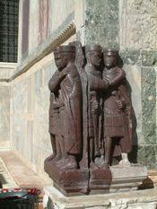 Estátuas fornecem valiosas pistas sobre o vestuário de povos antigos.