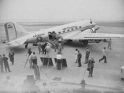 O Douglas DC-3 começou seus primeiros vôos de passageiros em 1936. Logo, tornou-se a aeronave mais usadas nas linhas aéreas da época, e um �cone da era de ouro da aviação.