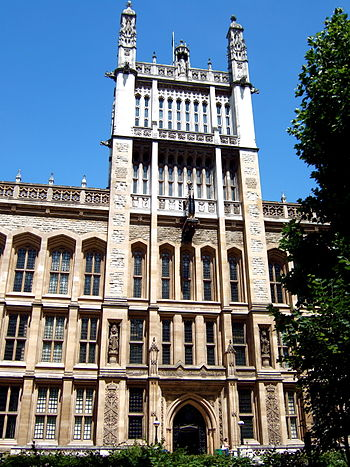 English: King's College London, clock tower of...