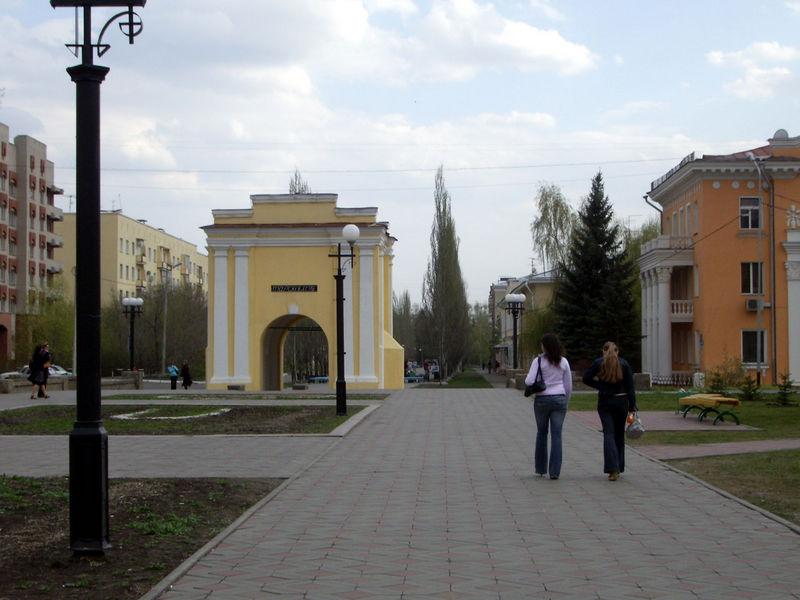 File:Omsk Tarskiye gates.jpg