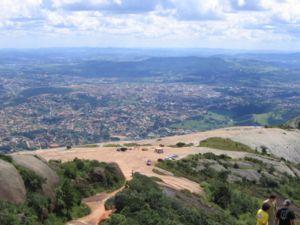 Português: Atibaia vista do alto de Pedra Grande