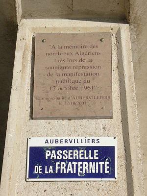 Plaque commémorative du massacre des algériens...