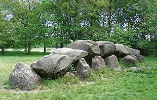 Hunnebed(Hünengrab, Megalithgrab) bei Rolde (Provinz Drenthe). Für Hünengräber aus der Jungsteinzeit ist vor allem der Osten der Niederlande bekannt.