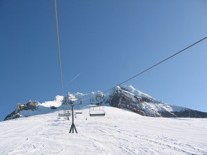 Timberline Lodge Ski Area on Mount Hood, showi...