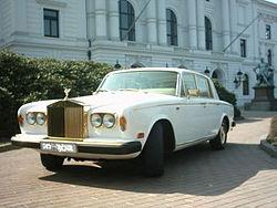 Silver Shadow II, en oro de 24 Kts (1979). Rolls fabricaba todo lo que fuera legal y se tuviese el dinero suficiente para pagarlo. Joya de incalculable valor, encargo de un petrolero de Oklahoma.