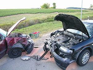 Deutsch: Verkehrsunfall mit zwei PKW.
